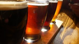 Cinco maridajes de botanas con cervezas mexicanas